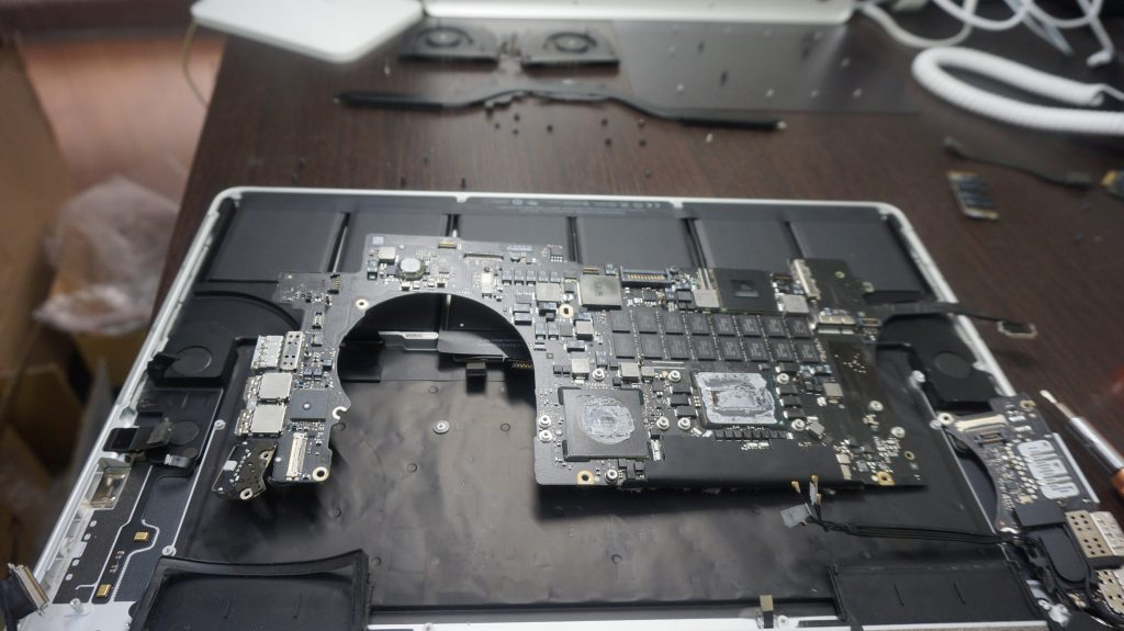 Macbook Pro 15インチ A1398 Retina 2012 バッテリー交換3