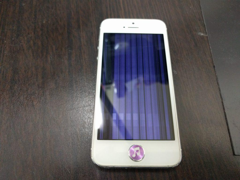 iPhone5 液晶画面縦縞で映らない 高品質パネルに交換1