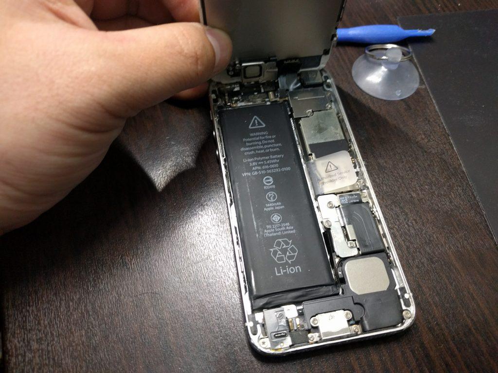 iPhone5 液晶画面縦縞で映らない 高品質パネルに交換2