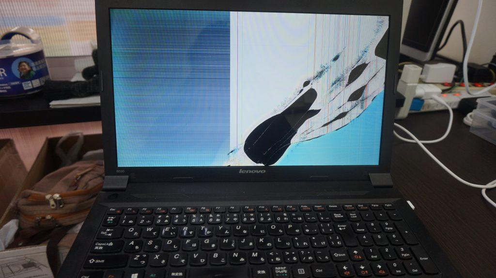 Lenovo B590ペンを挟んだまま閉じで液晶割れ 画面パネル交換1