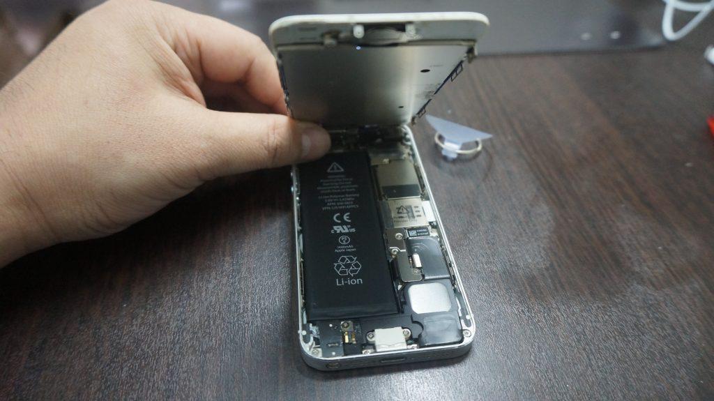 iPhone5 液晶画面がバリバリ他 色々おかしい→パネル交換3