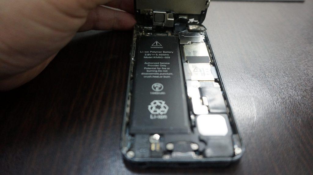 iPhone5 液晶画面パネルとバッテリーを同時交換しました3