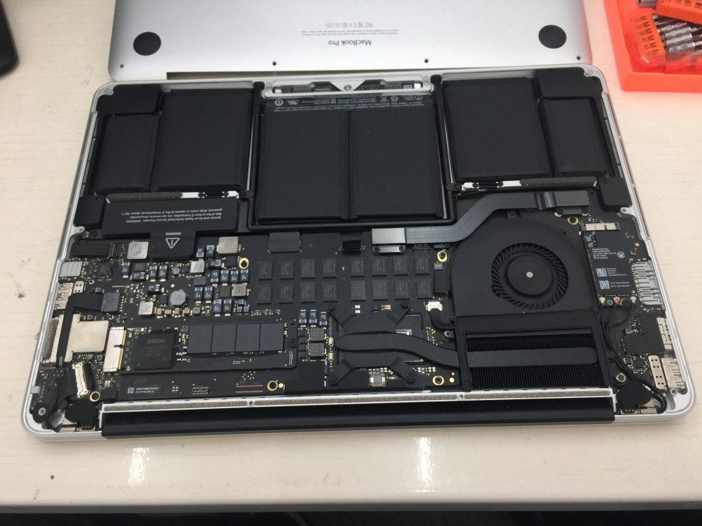 Macbook Pro A1502 Mid 2014真っ白で映らない 液晶パネル交換4