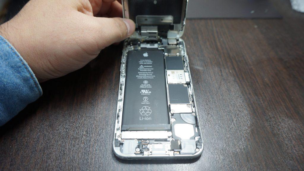 液晶交換 iPhone6s 2