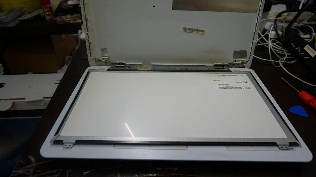 液晶割れ ASUS X555L 4