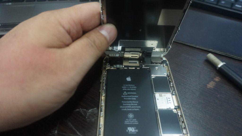 液晶ガラス割れパネル交換 iPhone6s 3