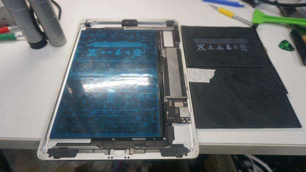 電池が膨らむ バッテリー交換 iPad Air 7