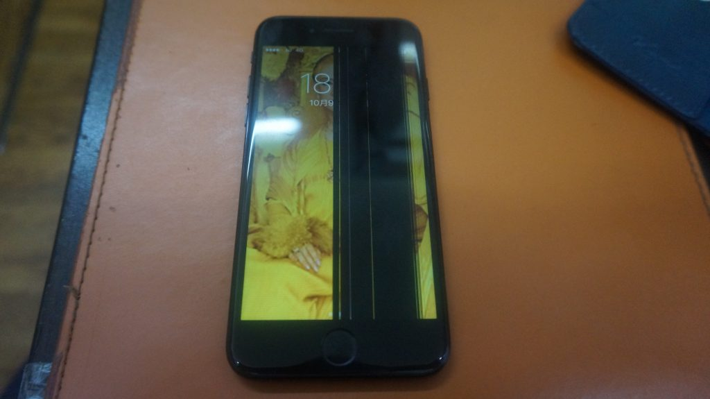 液晶縦線 液晶パネル交換 iPhone7 1