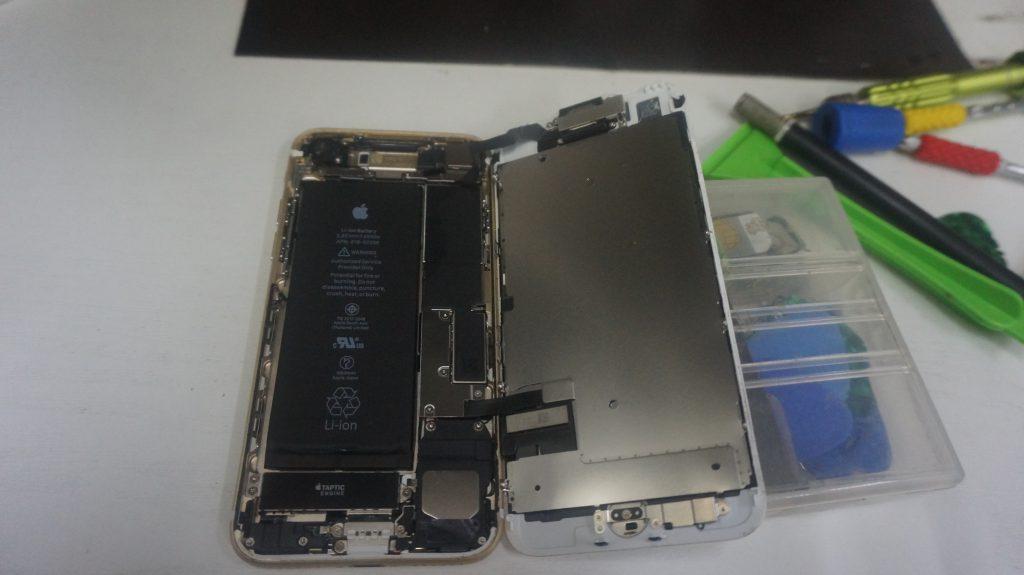 画面パネル割れ液晶交換 iPhone7 3