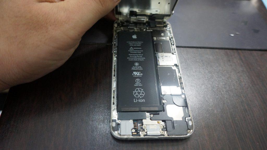 画面下部割れ 液晶交換 iPhone6 3