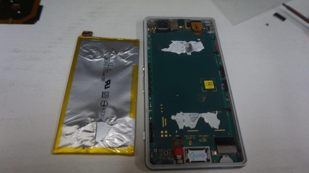 すぐ落ちる バッテリー交換 Xperia Z3 Compact 5