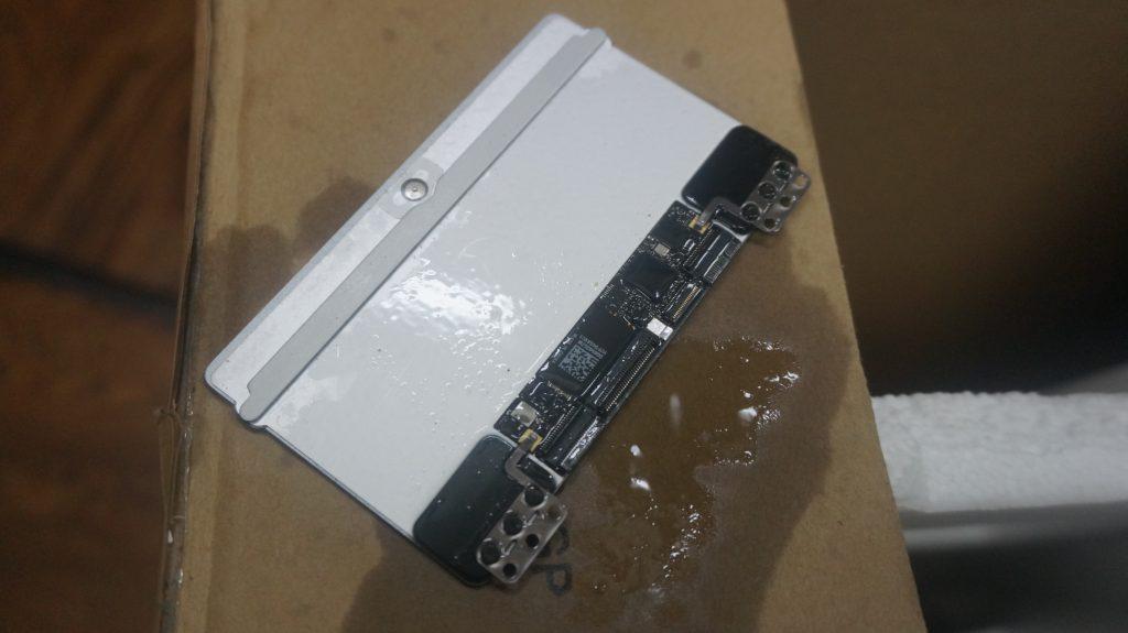 ワインで水没 水没修理バッテリー交換 Macbook Air A1465 8