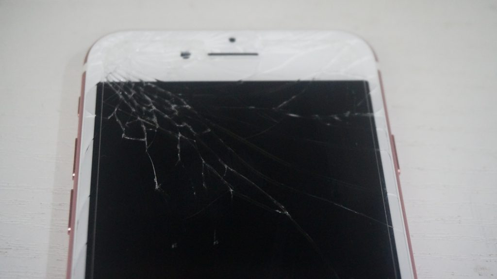画面割れ液晶割れにより液晶パネル交換 iPhone7 2