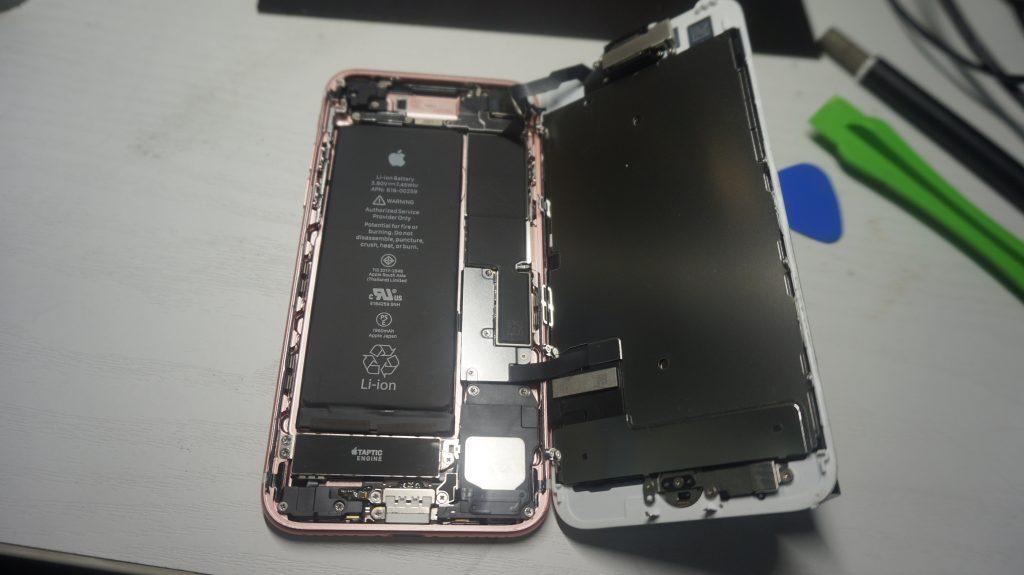 画面割れ液晶割れにより液晶パネル交換 iPhone7 3