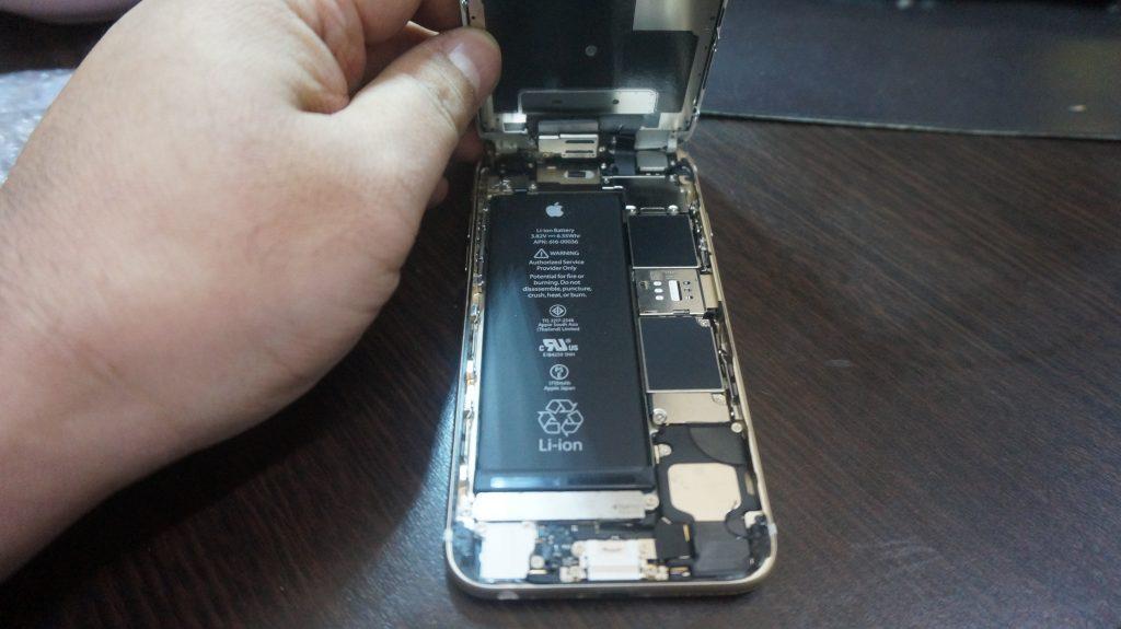 液晶ガラスに亀裂 液晶交換 iPhone6s 3