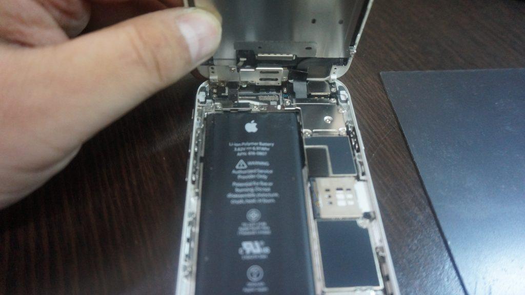 液晶とバッテリー交換 iPhone6 3