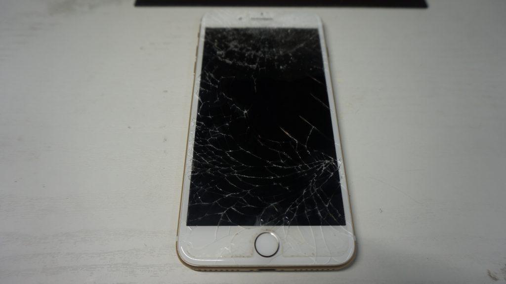 ガラス割れ液晶割れにつき交換 iPhone 7 Plus 1