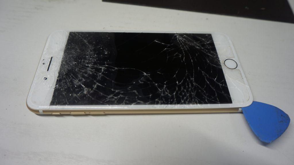 ガラス割れ液晶割れにつき交換 iPhone 7 Plus 3