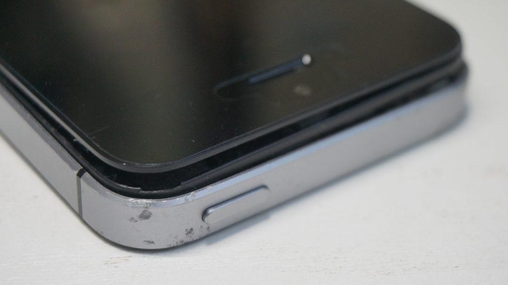 折れ曲がったiPhoneを直す iPhoneSE 2