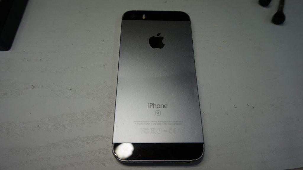 折れ曲がったiPhoneを直す iPhoneSE 5