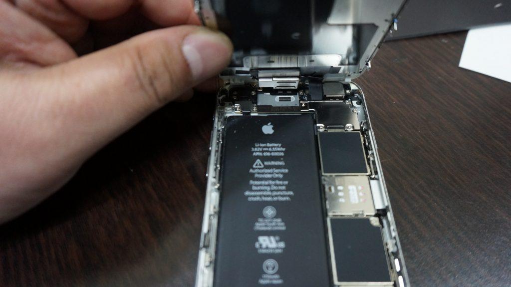 画面割れ交換修理 30分で直します iPhone6s 3