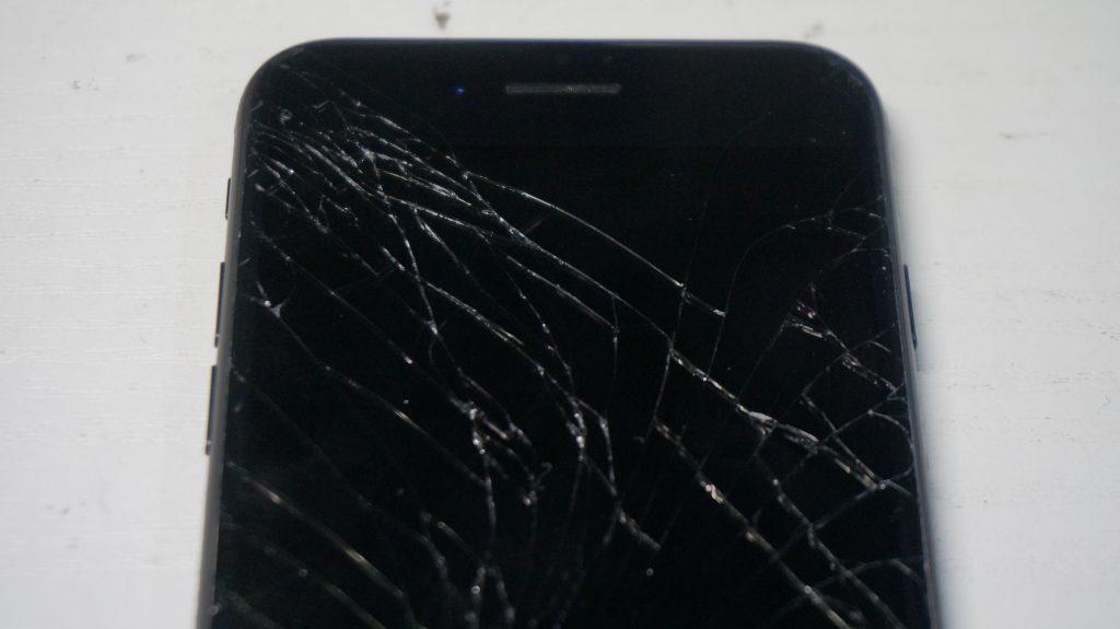 液晶画面が割れた 30分で液晶交換 iPhone7 2