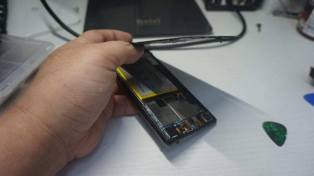 充電がすぐなくなる バッテリー交換 Xperia Z4 SO-03G 4