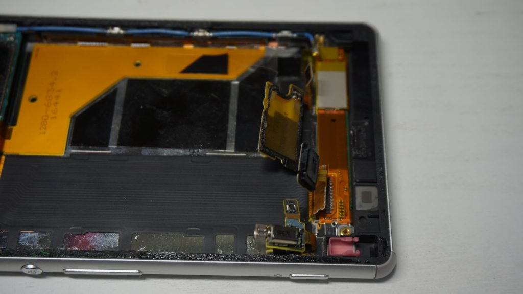 画面割れというか画面欠け 液晶交換 Xperia Z3 SOL26 4