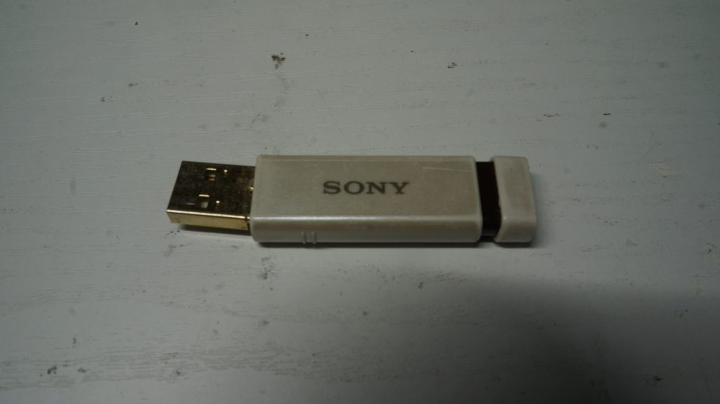 SONYノック式USBメモリが折れたのでハンダ修理 1