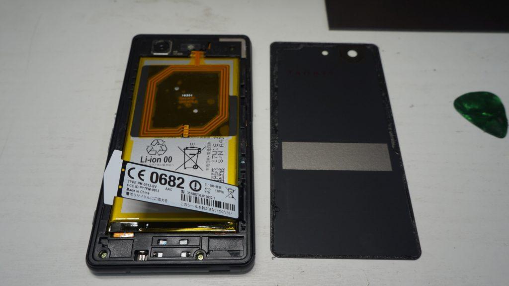 液晶パネルヒビ割れ 液晶交換 Xperia Z3 Compact SO-02G 3