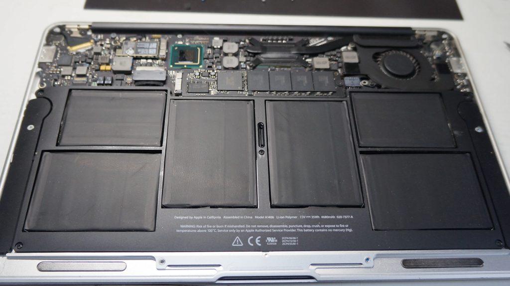 充電できないACをつなぐと使える バッテリー交換 Macbook Air 1370 2011 2