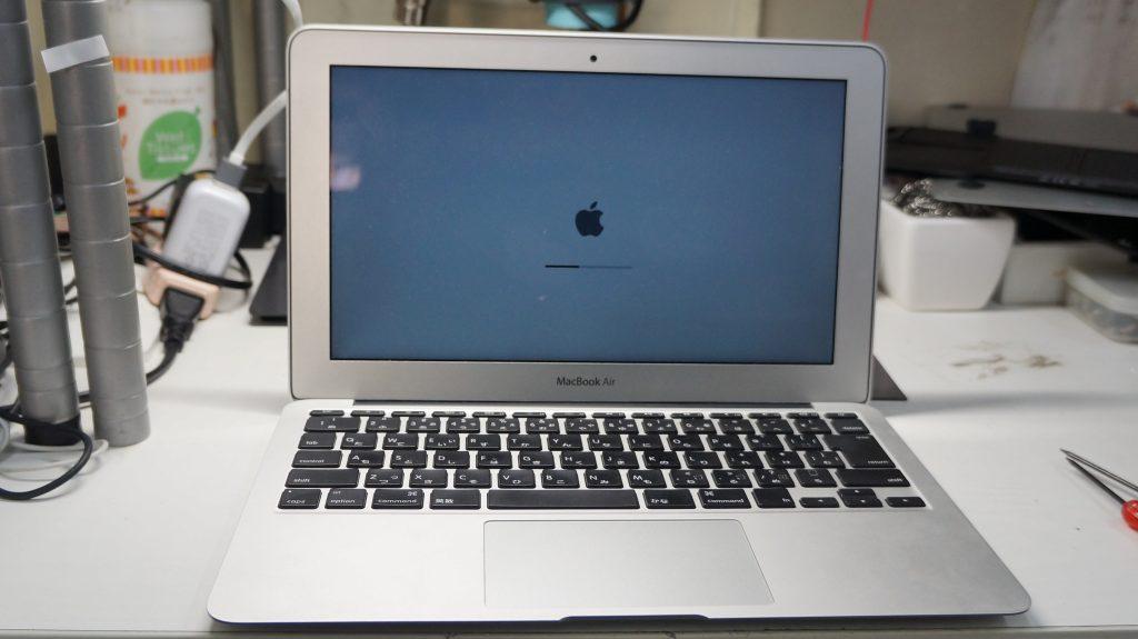 充電できないACをつなぐと使える バッテリー交換 Macbook Air 1370 2011 4