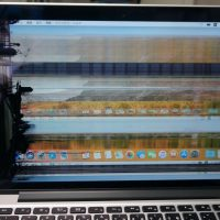 液晶割れで画面が乱れる 液晶交換 Macbook Pro A1502 2013 Retina 2