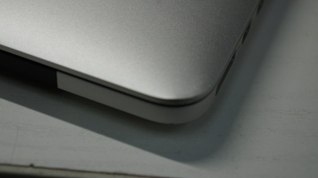 液晶割れで画面が乱れる 液晶交換 Macbook Pro A1502 2013 Retina 3
