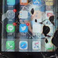 バリバリ割れ液晶 液晶パネル交換 iPhone7 Plus 3