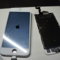 ガラス割れにより液晶パネル交換 iPhone6s 3