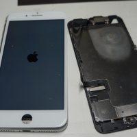 液晶左上部割れ 液晶パネル交換 iPhone7 Plus 4