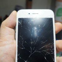 角から落ちて全体的な割れ 液晶パネル交換 iPhone6s 2