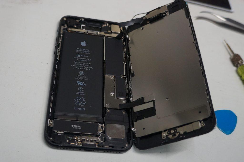 左上から落下ガラス割れ 液晶パネル交換 iPhone7 3