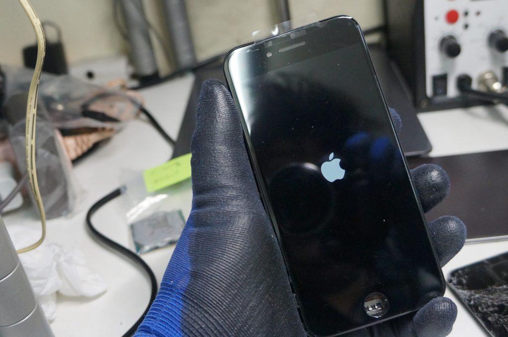 左上から落下ガラス割れ 液晶パネル交換 iPhone7 5