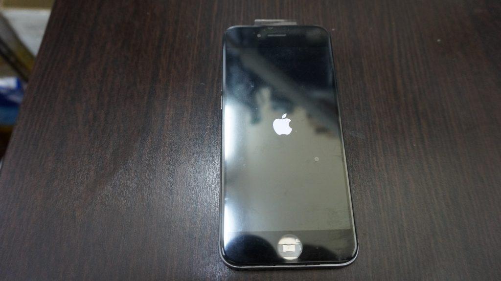 液晶に縦線が出る 液晶パネル交換 iPhone6 4