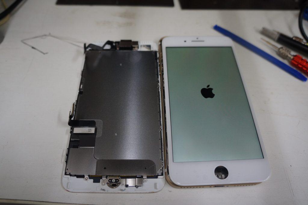 フロントカメラ付近もバリバリ割れ 液晶パネル交換 iPhone7 Plus 4