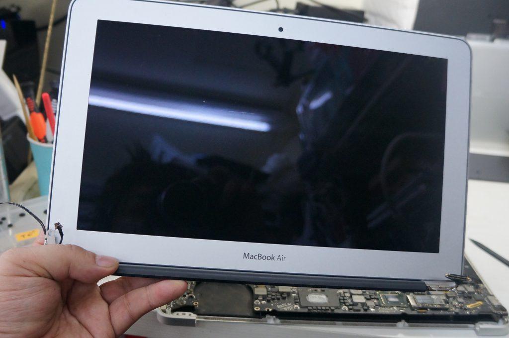 液晶パネル割れ交換 Macbook Air 13 A1370 4