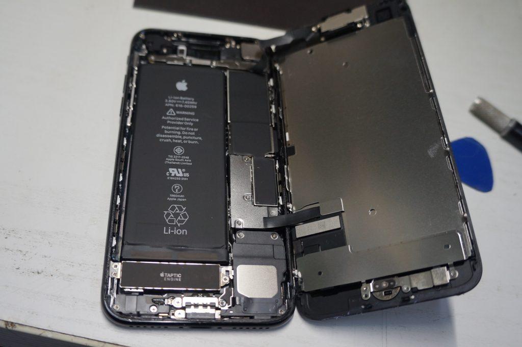 液晶が映らない 液晶パネル交換 iPhone7 3
