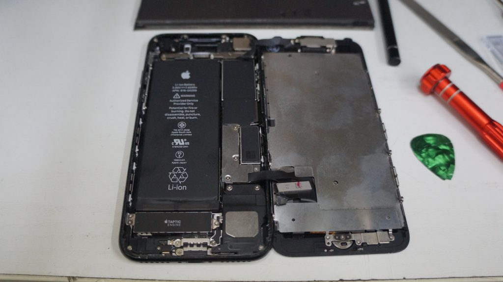 デジタイザ割れで液晶交換 iPhone7 3