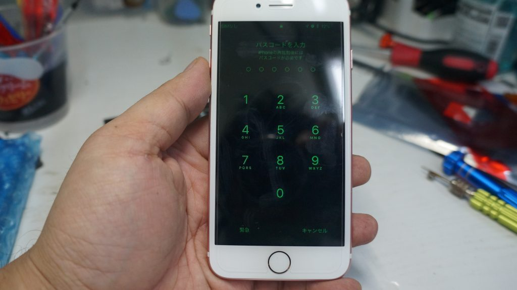 液晶が緑 液晶パネル交換 iPhone7 1