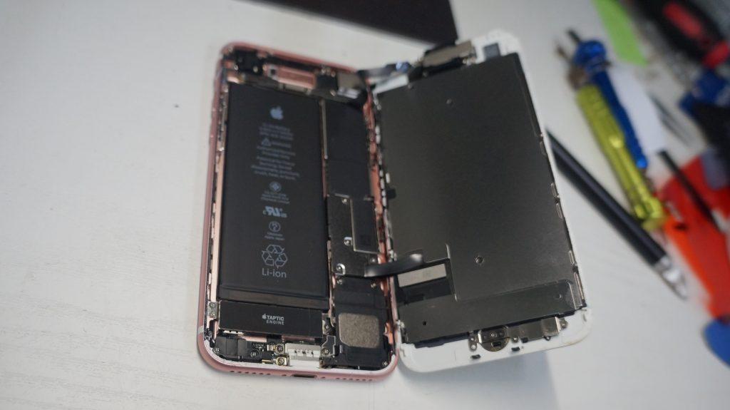 液晶が緑 液晶パネル交換 iPhone7 4