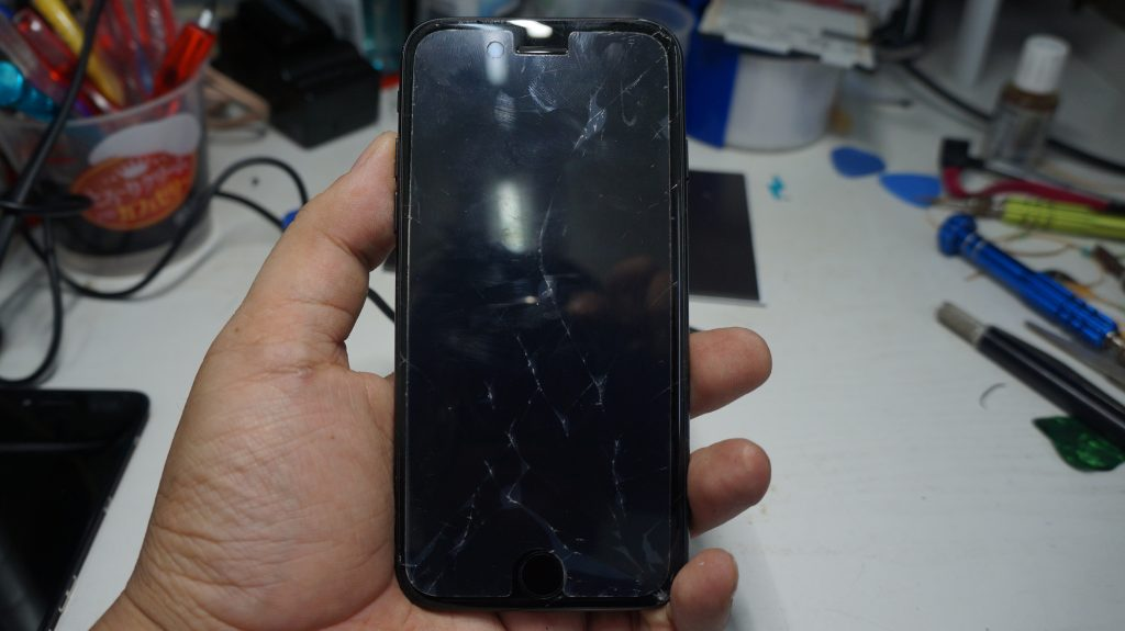 画面割れ→液晶パネル交換 iPhone7 1