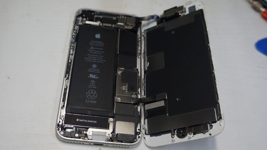 液晶割れ 液晶パネル交換 iPhone8 2