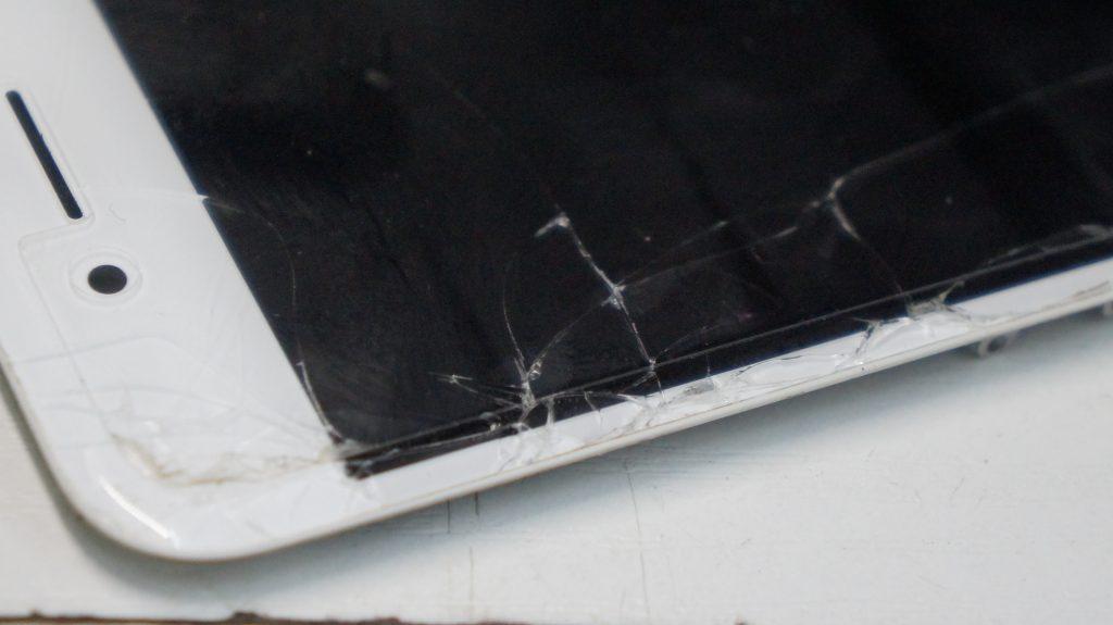液晶割れ 液晶パネル交換 iPhone8 5
